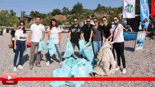 Antalya'nın Dünyaca Ünlü Konyaaltı Sahili'nden 30 Dakikada Çıkan Çöpler Pes Dedirtti
