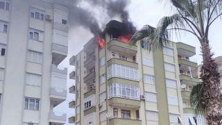 Antalya'da Ev Yangını, 6. Kattan Yükselen Alevler Güçlükle Kontrol Altına Alındı