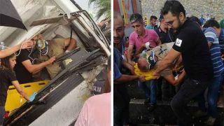 Antalya'da Kamyonet Sürücüsü Sıkıştığı Araç İçinde Kurtarılmayı Bekledi