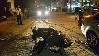 Antalya'da Otomobil Önce Motosiklete, Ardından Turist Çifte Çarptı: 1 Ölü, 2 Yaralı!